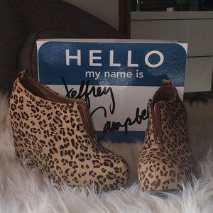 Like New! Jeffrey Campbell iconic shoe